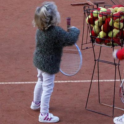 niños con raquetas